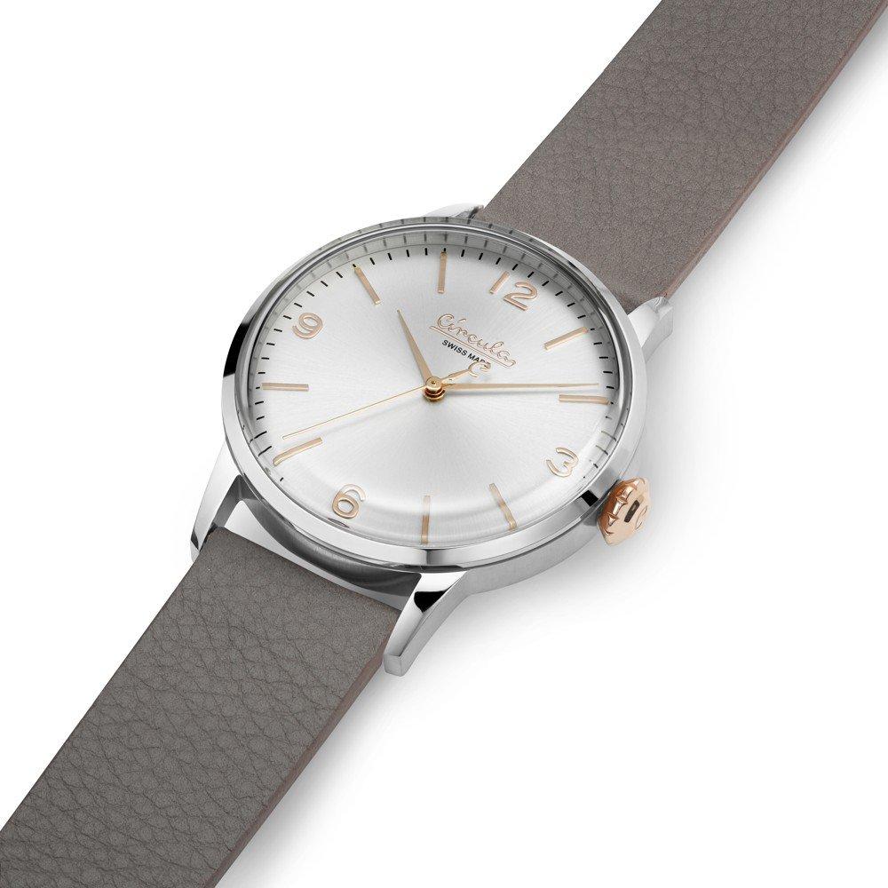 Circula Retro Quarz Ronda Uhrwerk silber silbernes Ziffernblatt graues Lederarmband gewölbtes Mineralglas