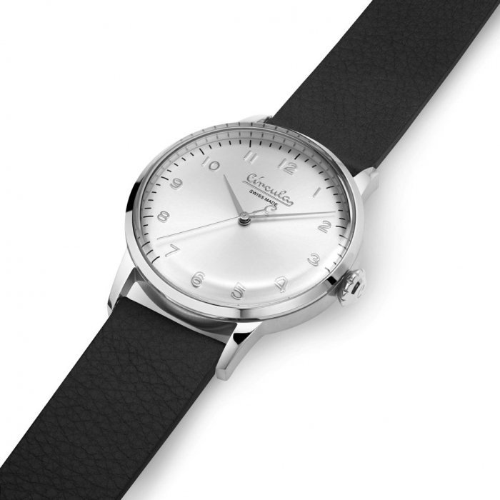 Circula Retro Quarz Ronda Uhrwerk silber silbernes Ziffernblatt schwarzes Lederarmband gewölbtes Mineralglas