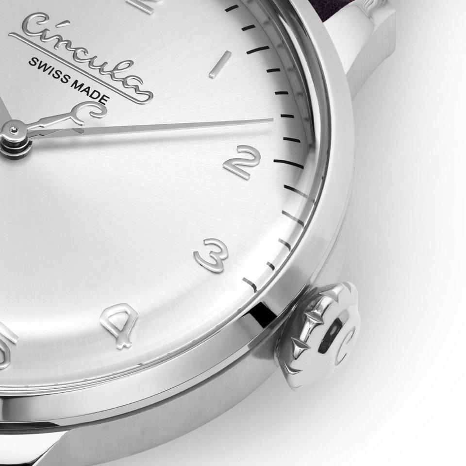 Circula Retro Quarz Ronda Uhrwerk silber silbernes Ziffernblatt gewölbtes Mineralglas Zwiebelkrone